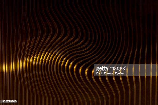 close-up of abstract background - or en métal photos et images de collection