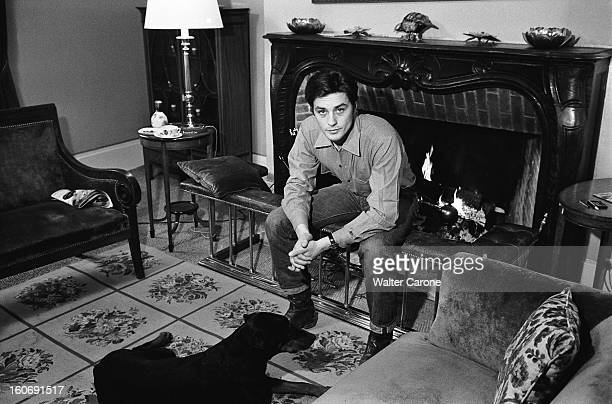 Closeup Of Alain Delon A Sunday In The Country Un dimanche avec Alain DELON dans sa maison de campagne attitude souriante de l'acteur assis dans son...