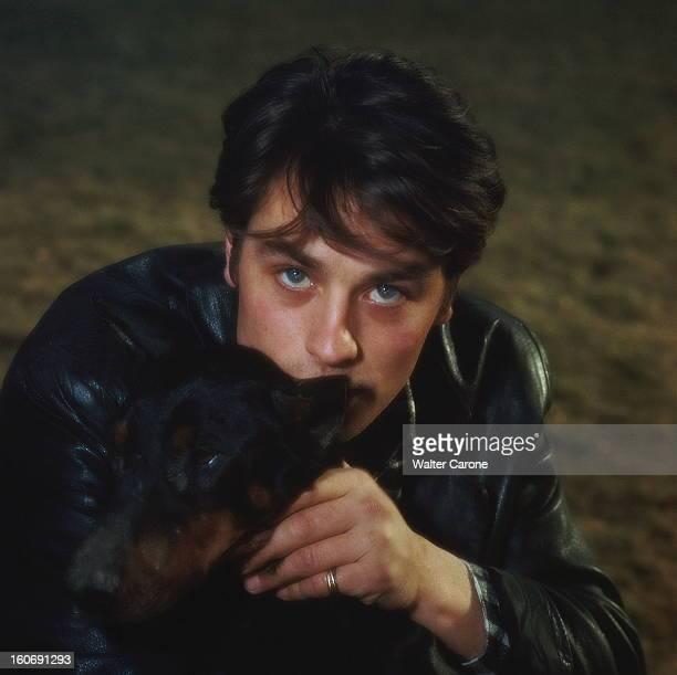 Closeup Of Alain Delon Plan de face d'Alain DELON en veste de cuir noir serrant son chien contre lui