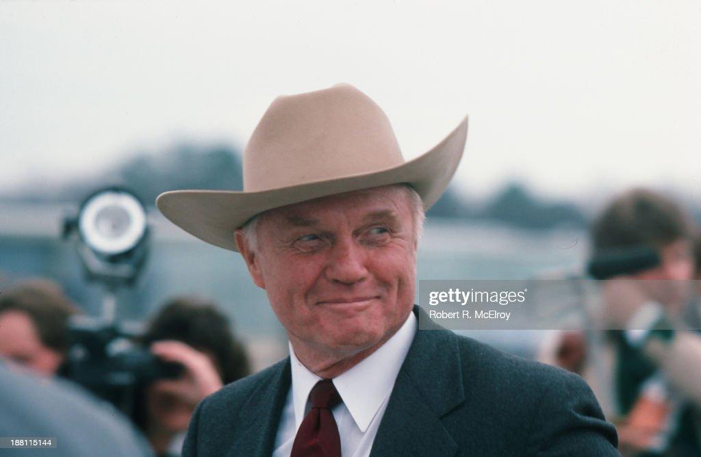 John Glenn Campaigns : News Photo