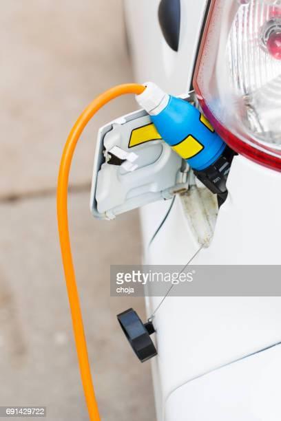 Close-up van een stekker van de elektrische auto en opladen