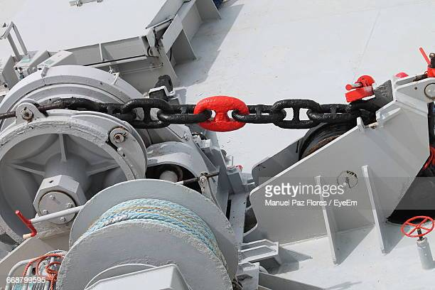 close-up of anchor chain and pulley on ship - 滑車 ストックフォトと画像