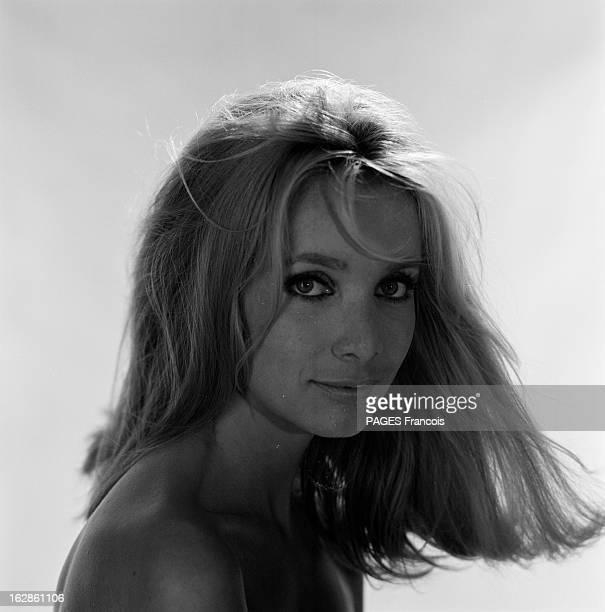 CloseUp Of Anna Gael France 28 juillet 1966 l'actrice française d'origine hongroise Anna GAEL va tourner dans une adaptation cinématographique de la...
