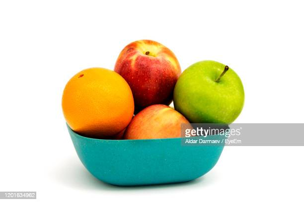 close-up of apples in bowl against white background - 果物の盛り合わせ ストックフォトと画像