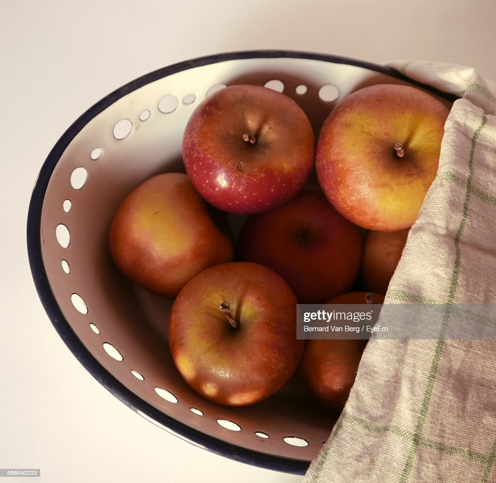 Close-Up Of Apples In Bowl On Table : Stock Photo