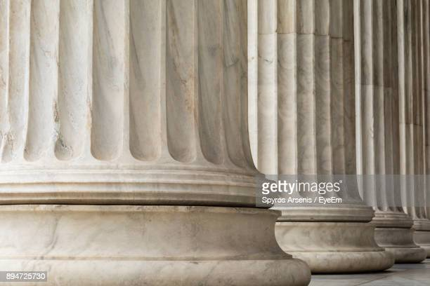 close-up of architectural columns - regierung stock-fotos und bilder