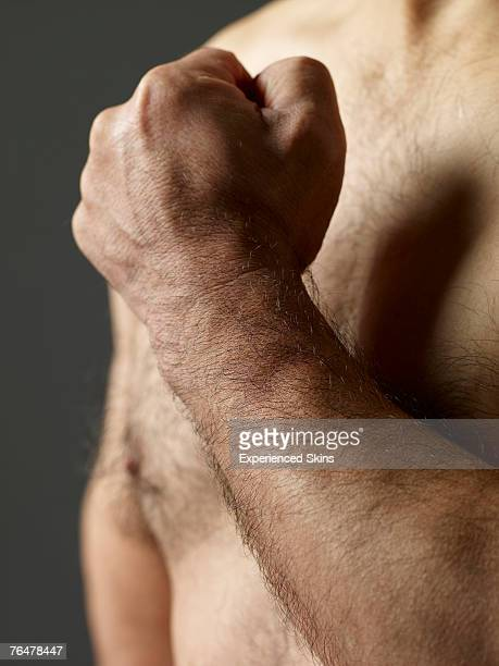 close-up of arm across hairy chest - hairy chest 個照片及圖片檔