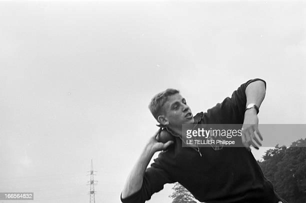 Close-Up Of Armin Hary. Cologne - septembre 1958 - L'athlète Armin HARY s'entraînant au lancer du poids.