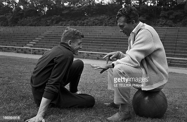 Close-Up Of Armin Hary. Cologne - septembre 1958 - Portrait de l'athlète Armin HARY en survêtement, assis de profil sur la pelouse d'un stade,...