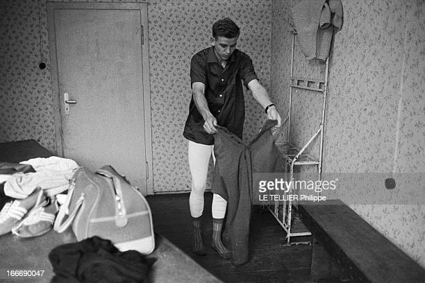 Close-Up Of Armin Hary. Cologne - septembre 1958 - Portrait en intérieur de l'athlète Armin HARY dans sa chambre mansardée, enfilant un pantalon, ses...