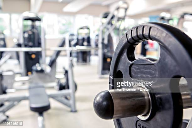 close-up of barbell in gym - val thoermer stock-fotos und bilder