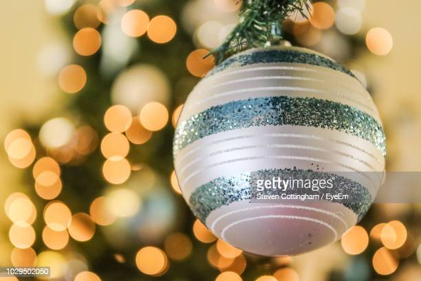 close-up of bauble - steven cottingham stock-fotos und bilder