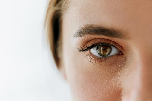 Closeup Of Beautiful Girl Eye And Eyebrow With Natural Makeup 943082386