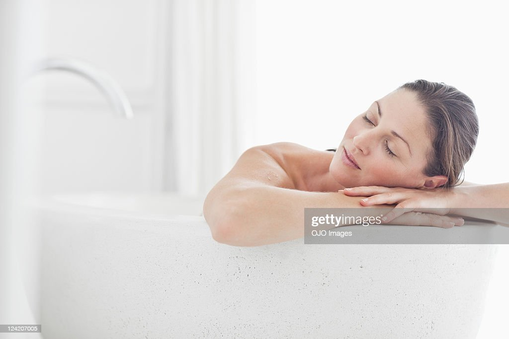 Close-up of beautiful mid adult woman relaxing in bathtub with eyes closed : Stock Photo