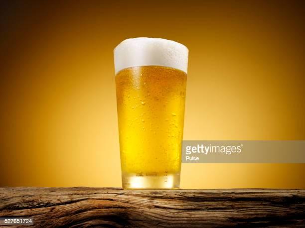 close-up of beer glass. - ビール ストックフォトと画像