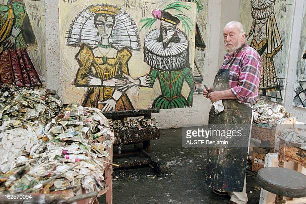 CloseUp Of Bernard Buffet In His Estate Of La Baume In Tourtour Tourtour 12 juillet 1998 Portrait du peintre Bernard BUFFET dans l'atelier de son...