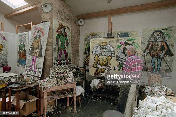 CloseUp Of Bernard Buffet In His Estate Of La Baume In Tourtour Tourtour 12 juillet 1998 Le peintre Bernard BUFFET dans l'atelier de son domaine de...