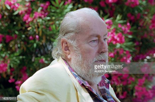 CloseUp Of Bernard Buffet In His Estate Of La Baume In Tourtour Tourtour 12 juillet 1998 Portrait du peintre Bernard BUFFET dans la cour de son...