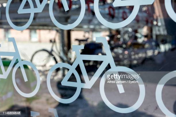 close-up of bicycle sign on glass wall - alfred jansen imagens e fotografias de stock