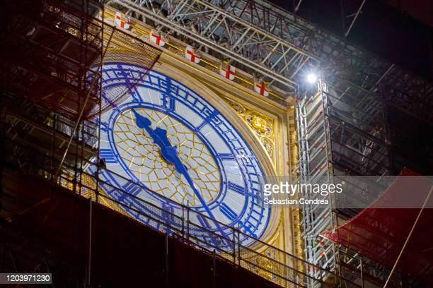 close-up of big ben tower clock at night in,london south east england,europe, domestic life in england - パーラメントスクエア ストックフォトと画像