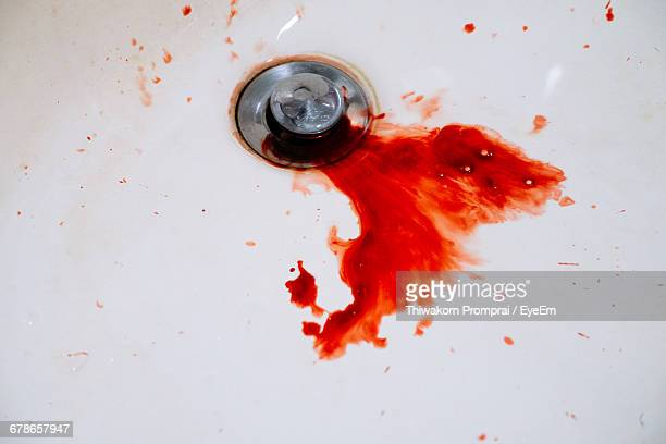 close-up of blood on bathroom sink - sangre por la nariz fotografías e imágenes de stock