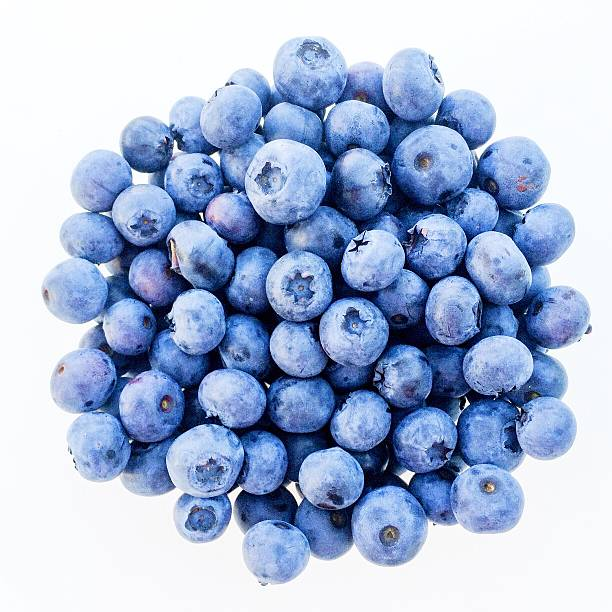 close-up of blueberries against white background - 藍莓 個照片及圖片檔