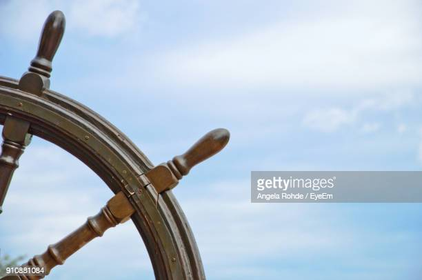 close-up of boat driving wheel against sky - angela rohde stock-fotos und bilder
