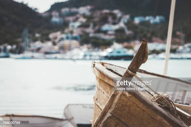 close-up of boat with rope by sea - andre wilms eyeem stock-fotos und bilder