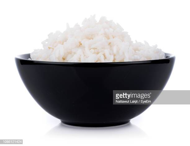 close-up of boiled rice in bowl against white background - cooked - fotografias e filmes do acervo