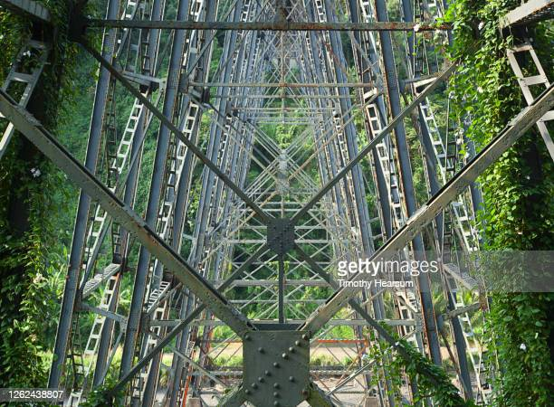 close-up of bridge stanchions in a lush canyon in hawaii - timothy hearsum stock-fotos und bilder