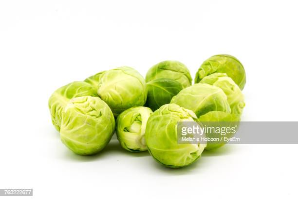 close-up of brussels sprouts against white background - 芽キャベツ ストックフォトと画像