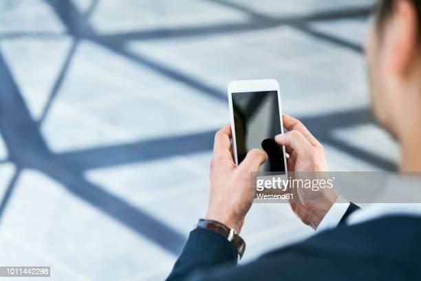 close-up of businessman using cell phone - formele zakelijke kleding stockfoto's en -beelden