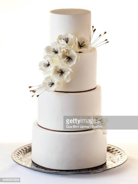 close-up of cake against white backgrounds - wedding cake stock pictures, royalty-free photos & images