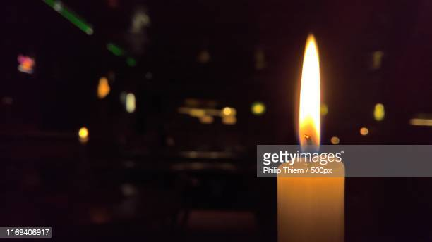 close-up of candlelight - thiem foto e immagini stock