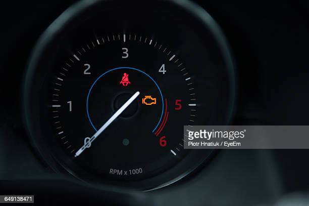 close-up of car speedometer - piotr hnatiuk foto e immagini stock