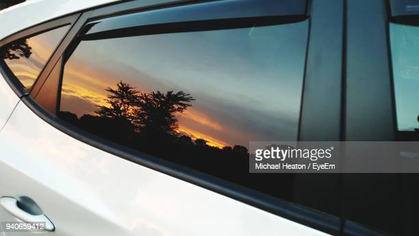 close-up of car window - spiegelung stock-fotos und bilder