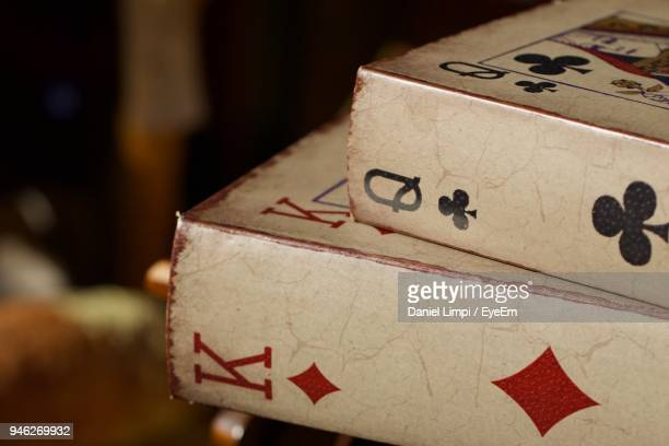 close-up of cards boxes - letra q - fotografias e filmes do acervo