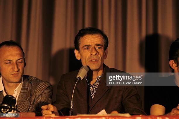 Closeup Of Charles Piaget France Besançon1973 Portrait de Charles PIAGET militant syndicaliste en conférence sur une tribune devant un micro à...