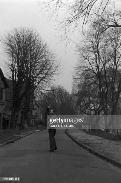 CloseUp Of Charles Trenet At Home And On Stage France La Varenne 13 janvier 1958 le poète auteurcompositeurinterprète français Charles TRENET se...