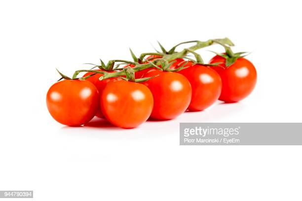 close-up of cherry tomatoes over white background - bottes photos et images de collection