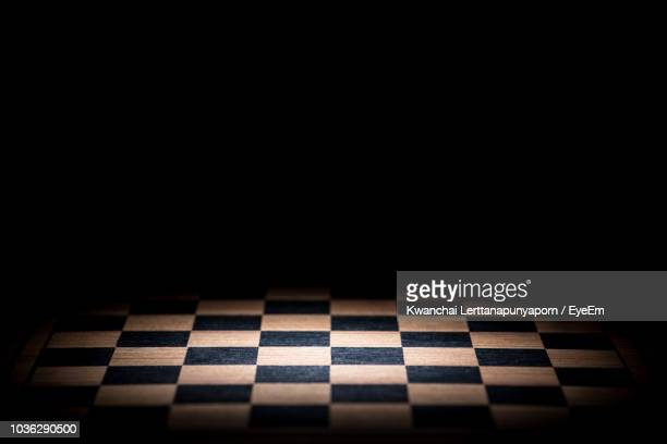 close-up of chess board against black background - tabuleiro de xadrez imagens e fotografias de stock