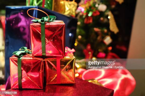 close-up of christmas gift box - aungsumol stock pictures, royalty-free photos & images