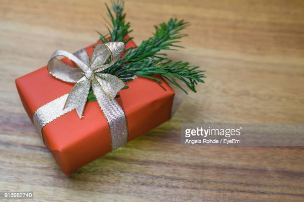 close-up of christmas present on wooden table - angela rohde stock-fotos und bilder