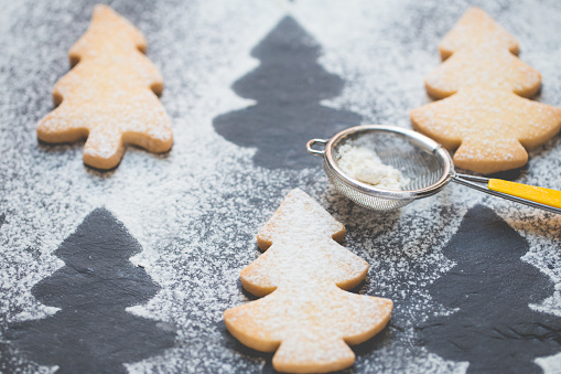 Close-up of Christmas tree cookies with icing sugar - gettyimageskorea