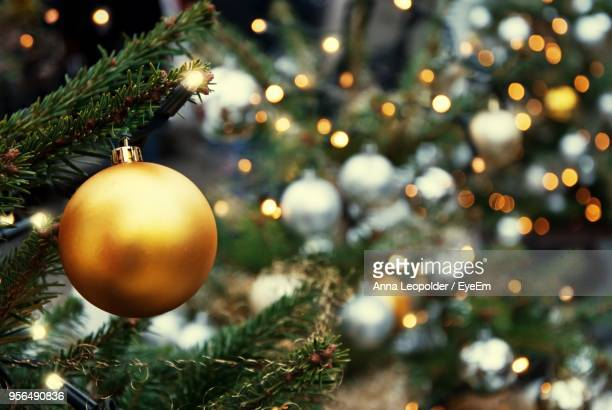 close-up of christmas tree - gold decoration stock pictures, royalty-free photos & images