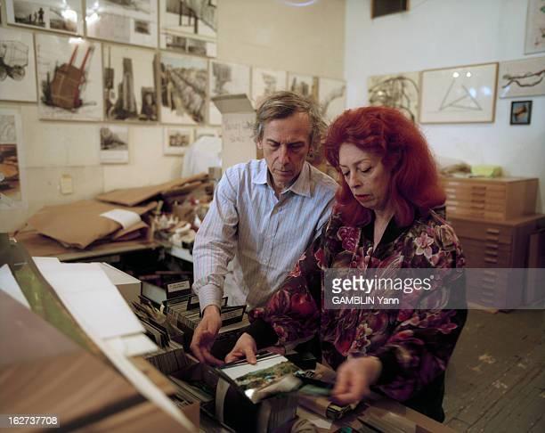 Close-Up Of Christo And Jeanne-Claude. Etats-Unis, 31 mars 1994, le couple d'artistes CHRISTO et son épouse, JEANNE-CLAUDE chez eux, à New York. Dans...