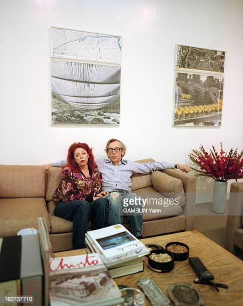 Close-Up Of Christo And Jeanne-Claude. Etats-Unis, 31 mars 1994, le couple d'artistes CHRISTO et son épouse, JEANNE-CLAUDE chez eux, à New York. Ils...
