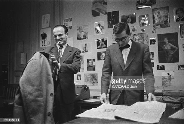 CloseUp Of Claude Chabrol Claude CHABROL aux Cahiers du Cinéma où il fut critique Son ami Jean DOMARCHI se moque gentiment de son 'beau manteau'