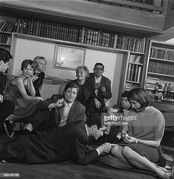 Close-Up Of Claude Chabrol. Claude CHABROL chez lui à Neuilly, dans l'appartement-atelier où il élabore ses films, avec l'équipe des 'Cousins' : au...