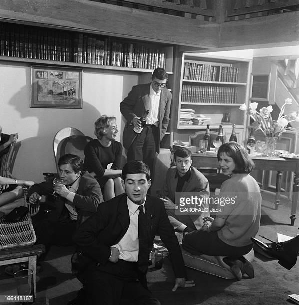 CloseUp Of Claude Chabrol Claude CHABROL chez lui à Neuilly dans l'appartementatelier où il élabore ses films avec l'équipe des 'Cousins' de g à dr...